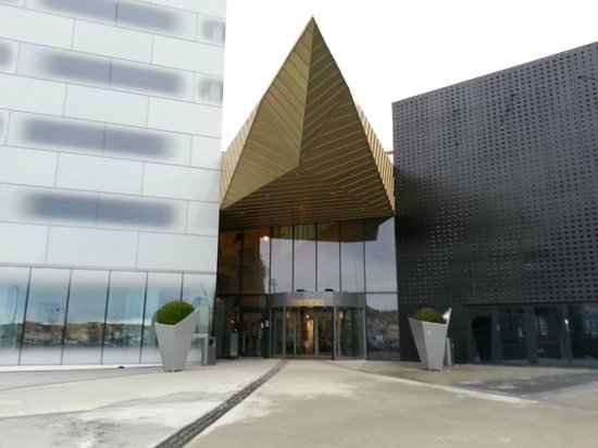 Clarion Hotel & Congress Trondheim: Exterior view of one of the entrances