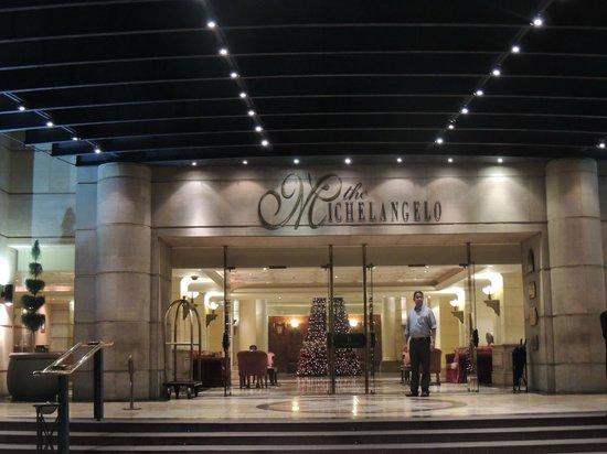 Michelangelo Hotel: Entrance