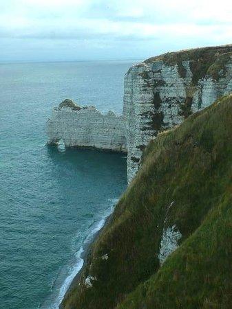 Chapelle Notre dame de la Garde: Etretat: Francia: falesia a monte
