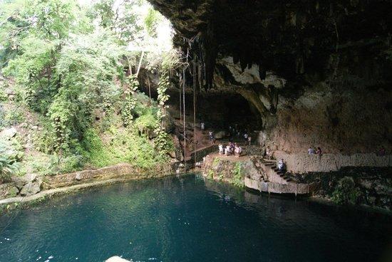 Cenote Zaci : Vista suggestiva del Cenote
