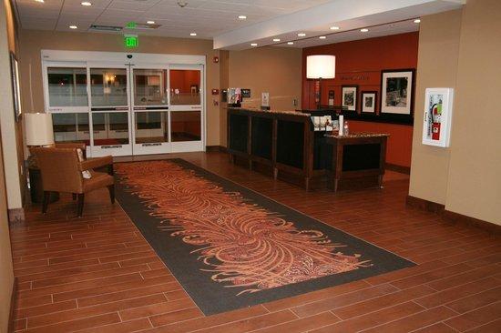 Hampton Inn Union City: Beautiful lobby with Business center