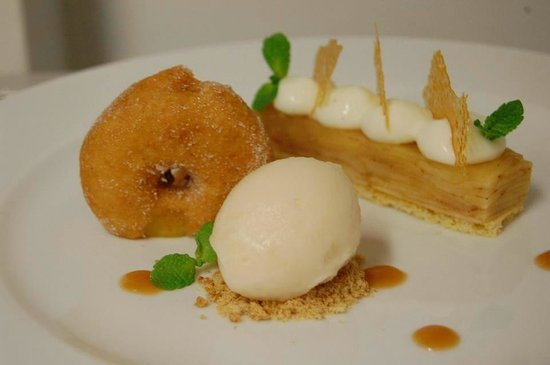 The Townhouse Restaurant: apple dessert alacarte