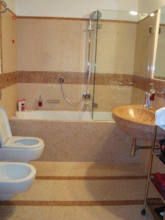 Hotel Veronesi La Torre: bagno