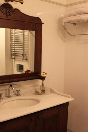 Rose Garden Suites Istanbul : ванная комната