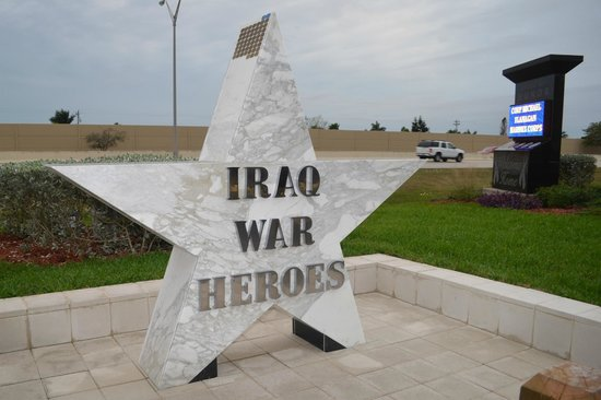Four Mile Cove Ecological Preserve : Iraq War Heroes monument.