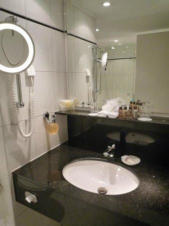 Sheraton Munchen Westpark Hotel: Bathroom
