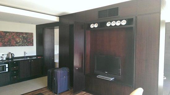 Colosseum Luxury Hotel: Living room / kitchenette
