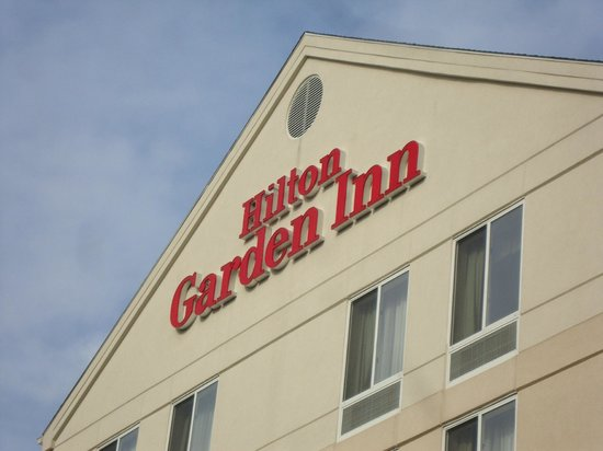 Hilton Garden Inn Ridgefield Park: outside of hotel
