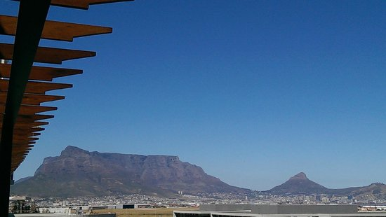 Colosseum Luxury Hotel: View of Table Mountain from balcony