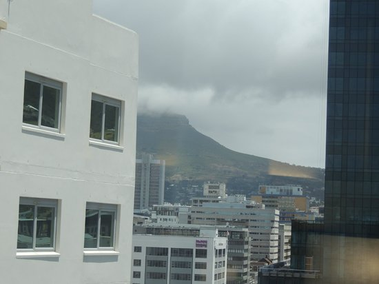 Southern Sun Waterfront Cape Town : View of table mountain from our room.