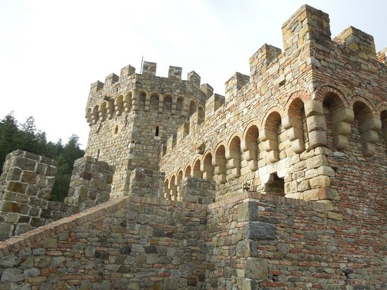 Castello di Amorosa : Outside view