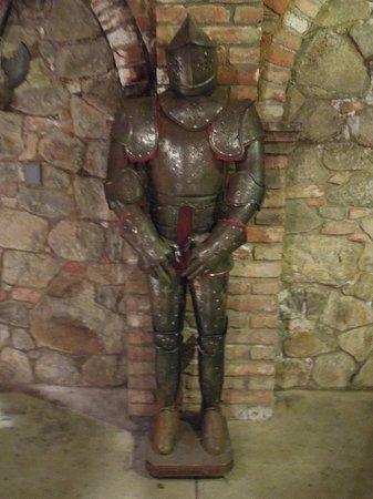 Castello di Amorosa : Armor