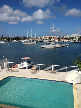 Fantastic Guest House: View of the pool and marina