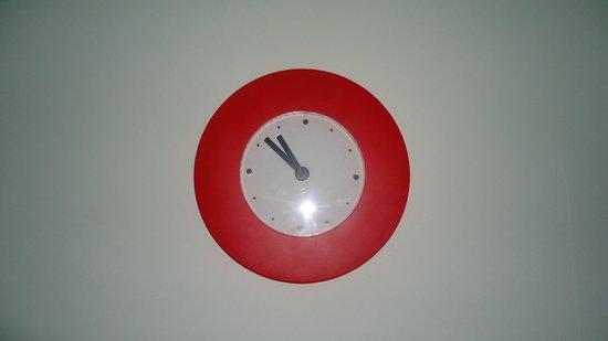 Ada Home Istanbul : Часы в номере