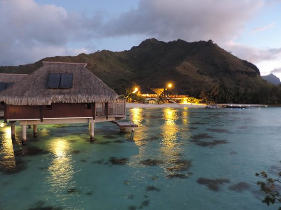 Hilton Moorea Lagoon Resort & Spa: Beautiful view at dusk