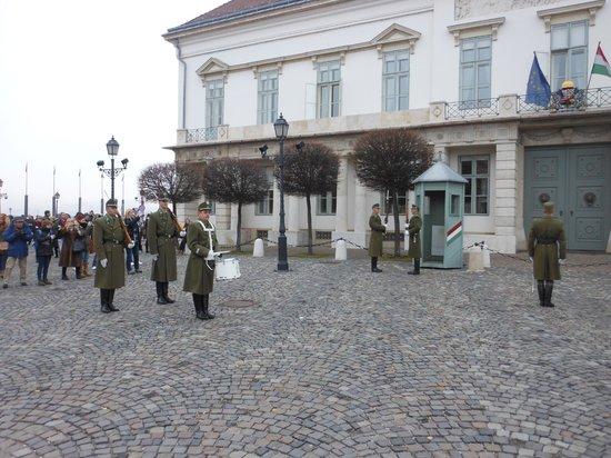 Burgpalast: Cambio della guardia