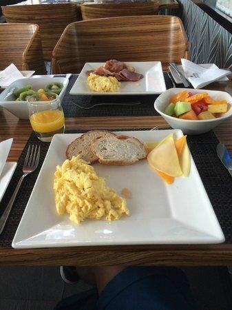Protea Hotel Fire & Ice! by Marriott Cape Town: Parte de um pequeno almoço!