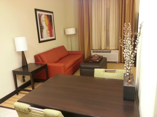 Homewood Suites Fort Worth West at Cityview: dining table and sofa