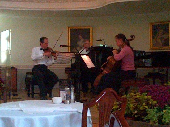 The Pump Room Restaurant : Classical Music