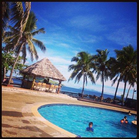 Mana Island Resort: the pool