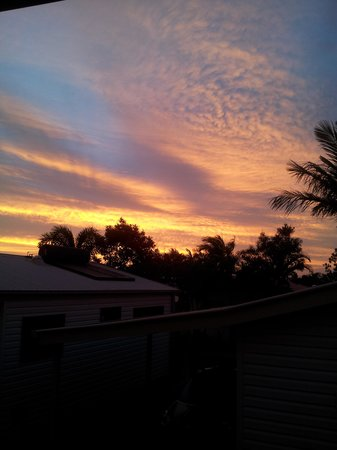 Brisbane Holiday Village: Sunset from Kitchen window
