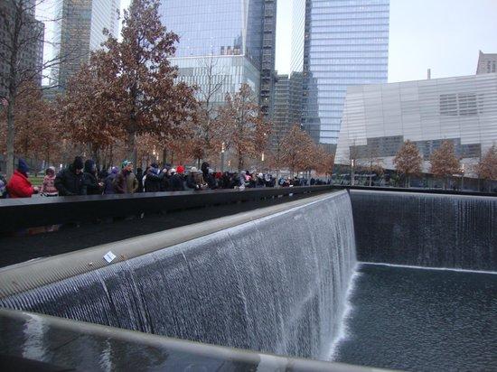 Mémorial du 11-Septembre : water running