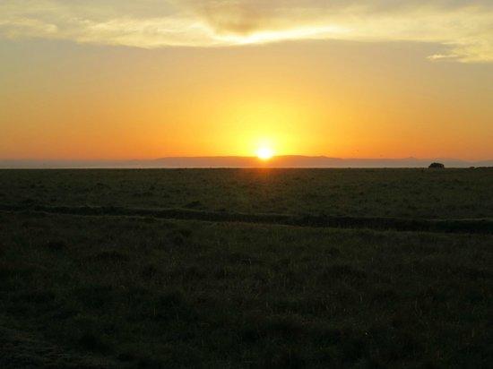 Mara Serena Safari Lodge: Sunrise on the Mara