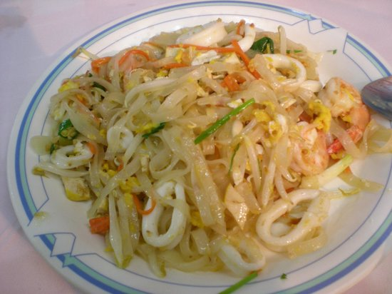 Sakorn No.49 Nook & Bow Seafood: seafood pad thai