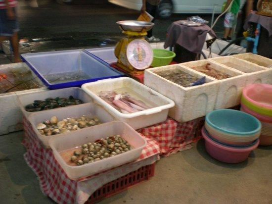 Sakorn No.49 Nook & Bow Seafood: subasta de mariscos