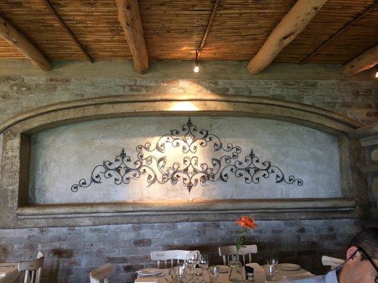 La Petite Ferme: Decoração de uma das salas de refeições.