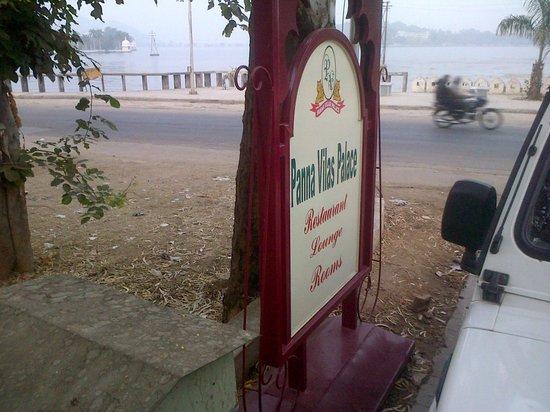 Hotel Panna Vilas Palace: Entry