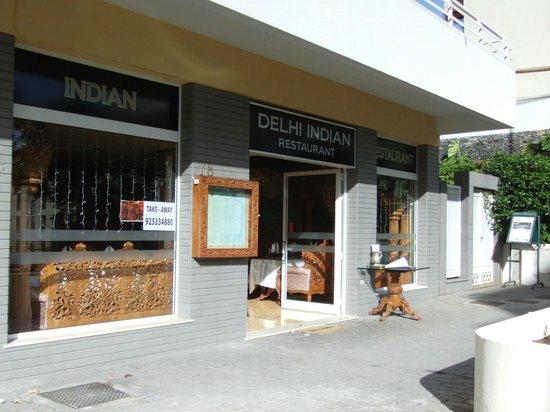 Delhi Indian Restaurant: Beskeden facade, men et besøg værd