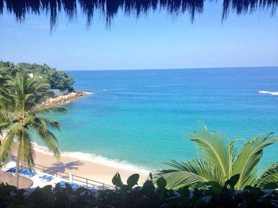 Park Royal Puerto Vallarta: Vista de la playa desde la recepción!!