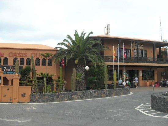 Oasis Duna Hotel: Outside the Hotel