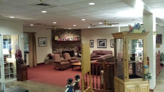 Ramada Pigeon Forge North : Foyer Area