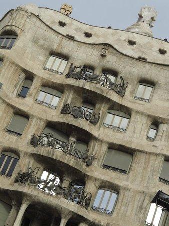 Runner Bean Tours Barcelona: Casa Milà