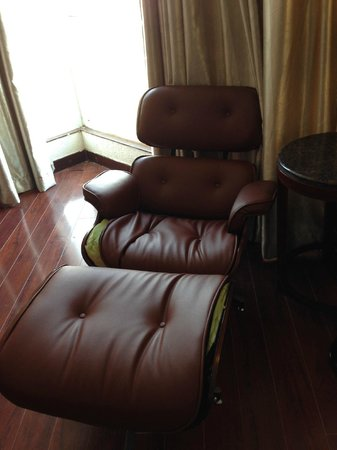 Le Waterina The Boutique Hotel: poor condition of furniture