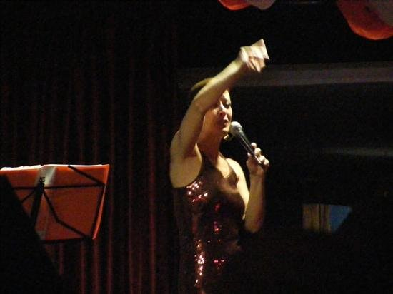 Marconfort Beach Club Hotel : singer