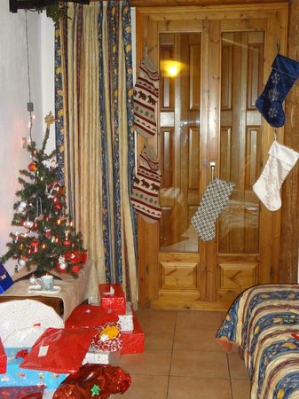 Pan Hotel: Room with our decorations from home all ready for Christmas