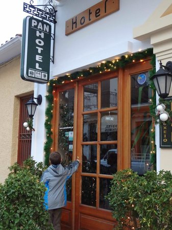 Pan Hotel: The entrance door