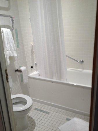 Holiday Inn Birmingham City Centre: Bathroom