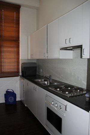 Oaks Goldsbrough Apartments: Kitchen