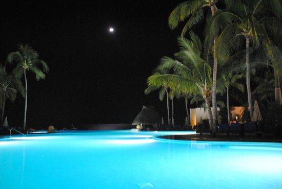 Grand Velas Riviera Nayarit : Pool Area at night
