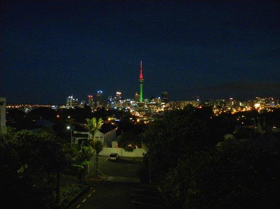 SidArt: Night panorama of the city from restaurant balcony