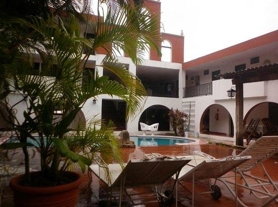 Hotel San Clemente: Su alberca es muy agradable y tiene chapoteadero