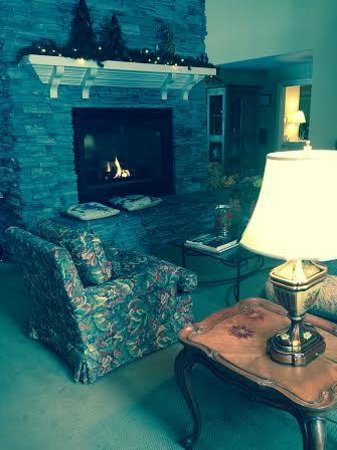 Stone Hill Inn: common area