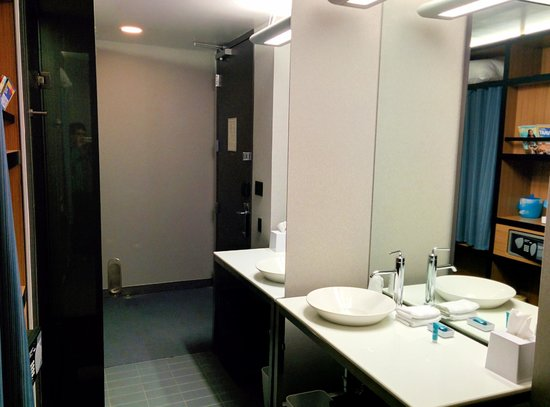 Aloft Ontario-Rancho Cucamonga: bathroom