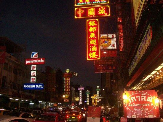 Shanghai Mansion Bangkok : Chinatown bei Nacht