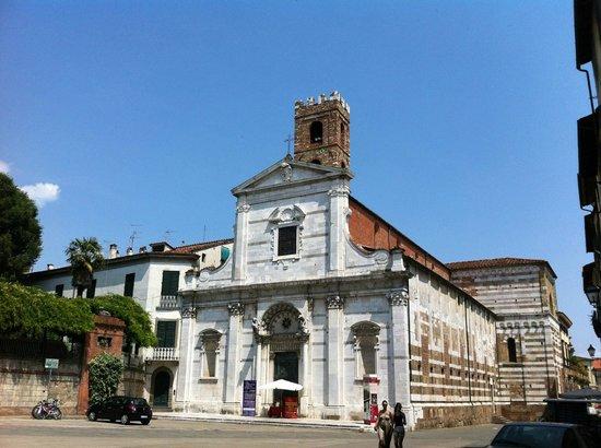 Chiesa e Battistero di San Giovanni e Santa Reparata : Facciata di San Giovanni e Santa Reparata a Lucca