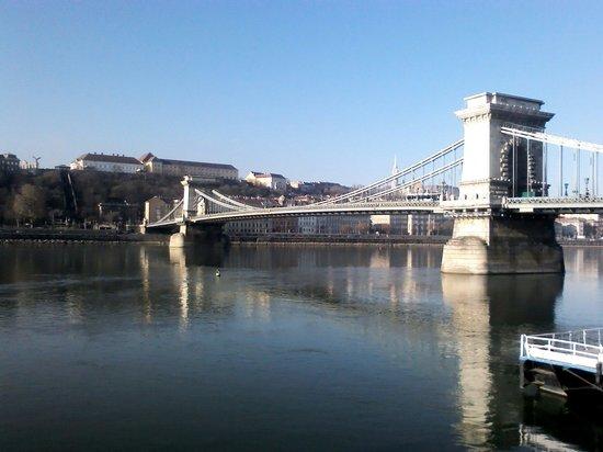 Széchenyi Lánchíd : The chain bridge in budspest